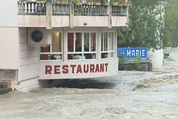 Tous les hôtels de la ville basse doivent être évacués.