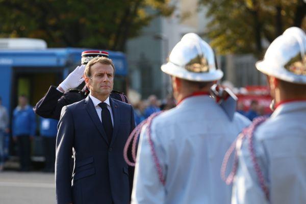 Emmanuel Macron à la rencontre des Sapeurs-Pompiers au Parc Chanot de Marseille.