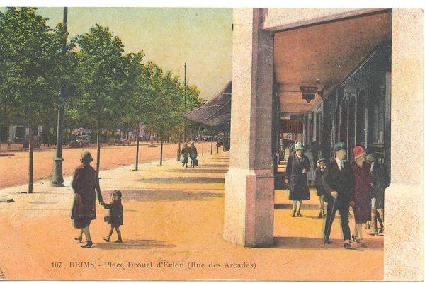 La Place Drouet-d'Erlon, dans les années 30.