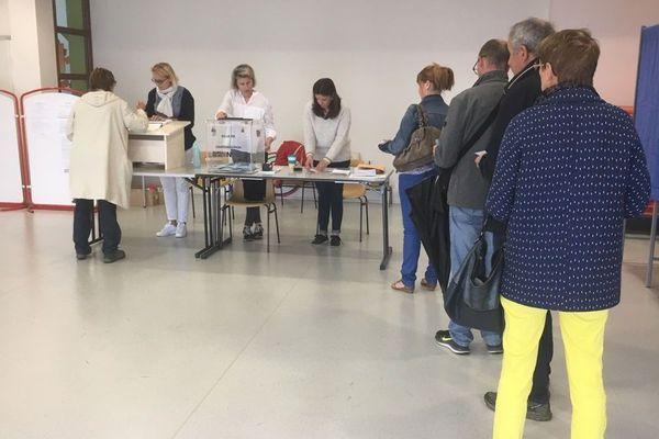 Les bureaux de vote sont ouverts jusqu'à 18h et 19h dans certaines villes