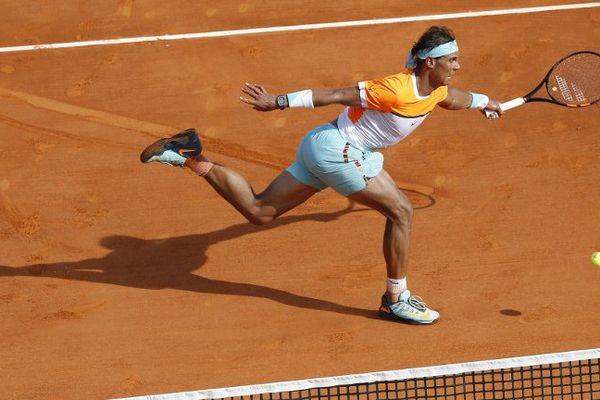 Rafael Nadal, au terme d'un combat homérique, a dominé son compatriote David Ferrer, 7e mondial, en trois sets 6-4, 5-7, 6-2.