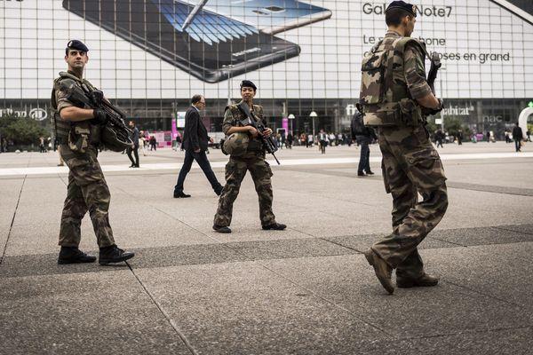 Pour faciliter l'intégration des salariés qui souhaitent rejoindre l'armée de réserve, une convention a été signée, mardi 11 avril à Clermont-Ferrand, entre l'armée et plusieurs entreprises auvergnates comme Michelin ou encore Aubert & Duval.