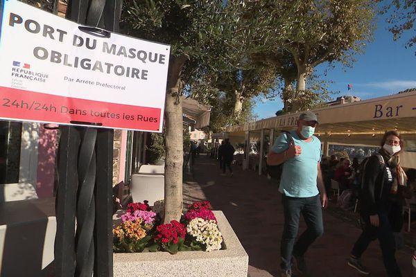 L'obligation de porter le masque dans toutes les rues de Collioure n'aura pas suffi à éviter la propagation du Covid.
