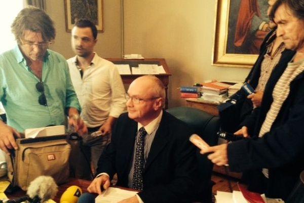 Le procureur Claude Derens pendant sa conférence de presse sur les premiers résultats de l'autopsie de Rémi Fraisse le 27/10/2014
