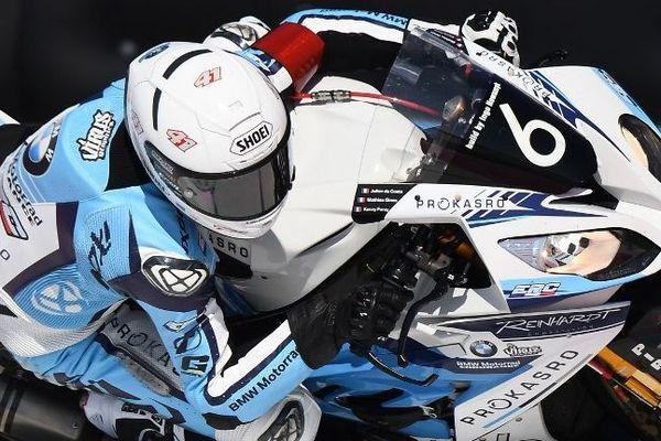 Le pilote français Julien da Costa sur BMW S 1000 RR, lors des tests de qualification au Castellet (Var).