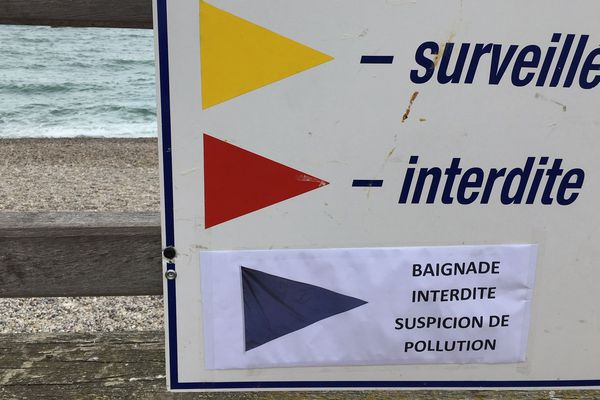 Les panneaux interdisant baignade et activités nautiques toujours en vigueur le vendredi 19 juillet.