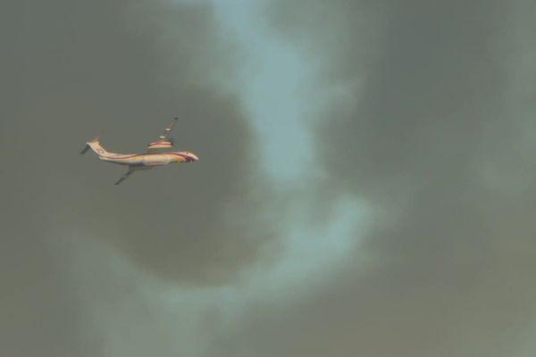Un avion bombardier d'eau Dash de la protection civile a été envoyé en renfort