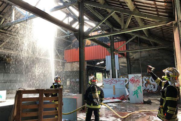 L'incendie, déclaré vers 19h30, a nécessité l'intervention d'importants moyens de secours et de sécurité