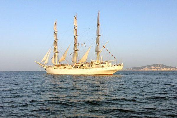 Le Dar Mlodziezy, un trois mâts carré polonais et ses 136 cadets à bord, arrive à Sète pour Escale à Sète le 22 mars 2016