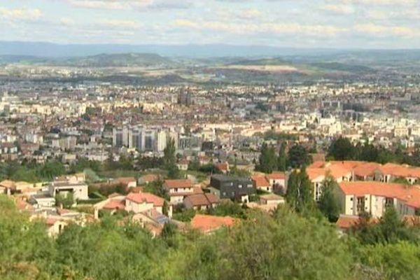 Clermont-Ferrand, capitale du Puy-de-Dôme. En 2017 ce département ne comptera plus que quatorze communautés de communes au lieu de quarante-quatre actuellement.