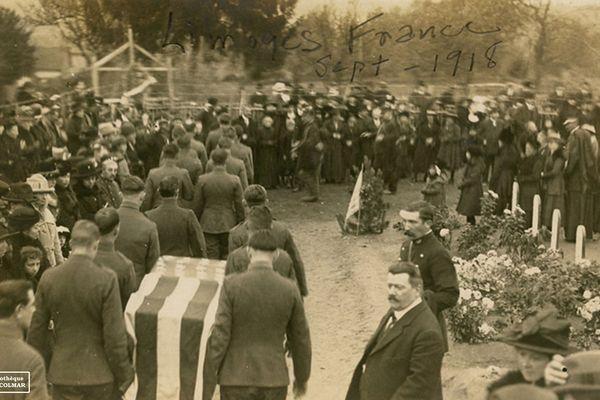 Enterrement d'un soldat américain dans le cimetière militaire de Limoges le 9 septembre 1918