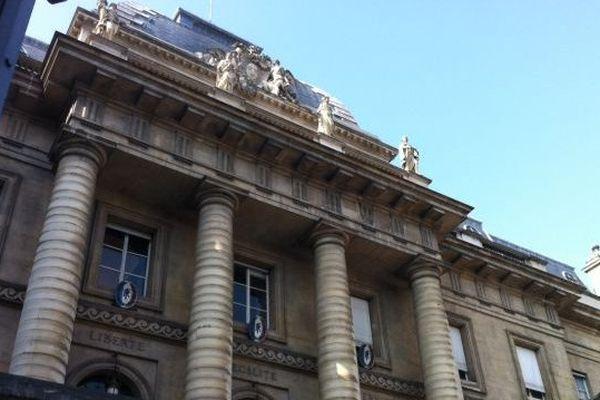 Palais de justice de Paris, siège de la toute nouvelle cour de révision et de réexamen des condamnations pénales créée le 11 juin dernier. Cette nouvelle cour est plus ouverte car composée de 18 magistrats issus de toutes les chambres de la Cour de cassation (criminelle, civile, commerciale et sociale)