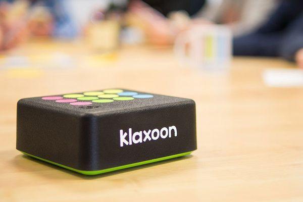 le boîtier Klaxoon permet d'interagir en réunion