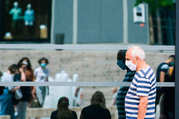 En France, 7 des 10 communes où le virus circule le plus se trouvent dans la métropole lilloise.
