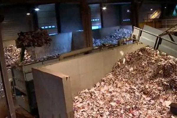 Le centre de tri des déchets de Dijon