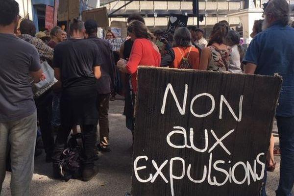 Le comité de soutien à Pierre Kilongo, lors de l'audience au tribunal administratif de Toulouse, le 16 septembre 2019.