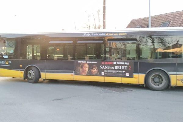 Avec le confinement, certains bus circulent sans aucun passager, comme ici à Blois (Loir-et-Cher).