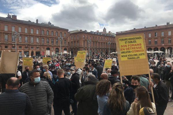 Environ 150 forains se sont rassemblés place du Capitole à Toulouse pour demander un rendez-vous avec le maire après l'annonce de la suppression de la fête Saint-Michel - 5 mai 2021.
