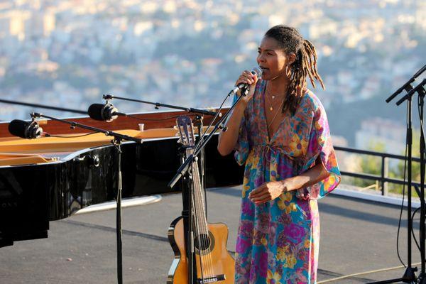 Ayo lors d'un concert privé à Nice en juillet dernier.