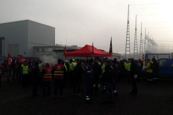 170 agents d'EDF bloquent un poste haute tension : ils protestent contre la réforme des retraites.