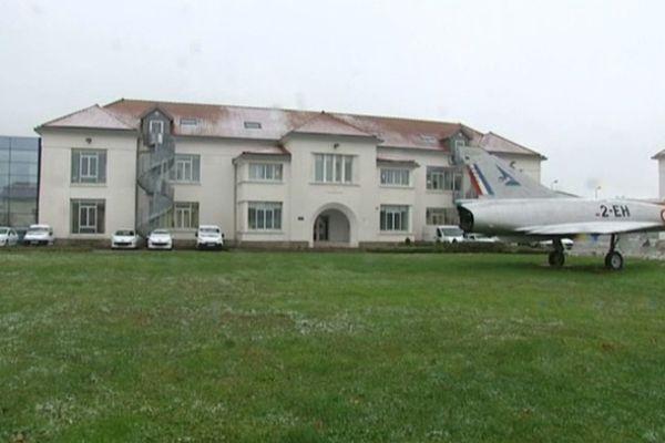 """La base aérienne 102 """"Capitaine Guynemer"""", à Longvic"""