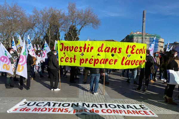 A Montpellier, des centaines d'enseignants se sont rassemblés sur l'esplanade de la Comédie pour manifester leur colère - 26 janvier 2021
