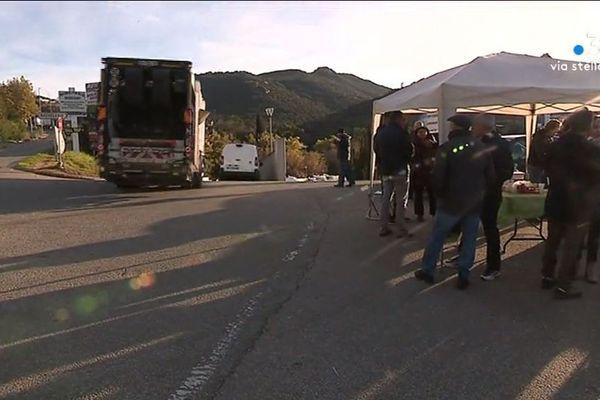 Le collectif Valincu Lindu a repris le blocage partiel du centre d'enfouissement des déchets de Viggianello, lundi 17 février.