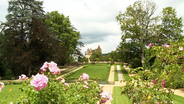 """Désormais """"jardin remarquable"""", les allées et parcs du château des Milandes sont un émerveillement à eux seuls"""