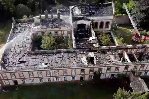 Photo de drone des pompiers de l'Eure de l'immense bâtisse à Gravigny