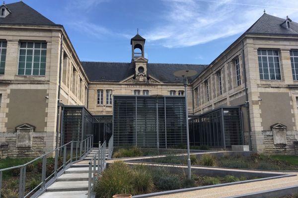 """Jeudi 29 avril, une femme de 41 ans accusée d'avoir passé des """"appels téléphoniques malveillants"""" aux pompiers comparaissait au tribunal correctionnel de Montluçon, dans l'Allier."""