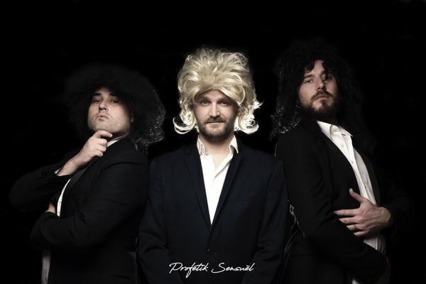 Djoahnn, Djefrey (à la perruque blonde) et Romance forment le groupe Profétik sensuèl.