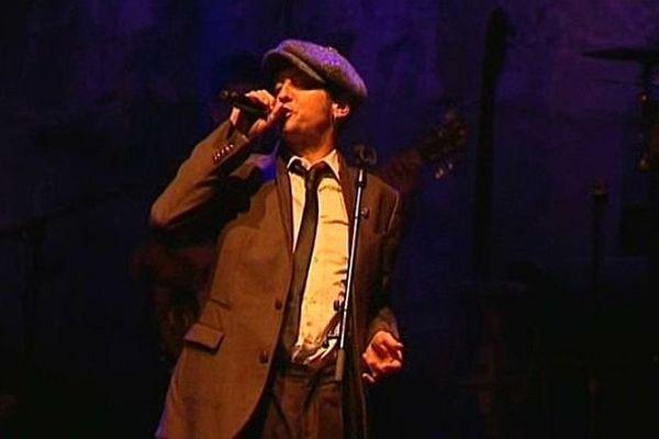 Le chanteur dijonnais Yves Jamait