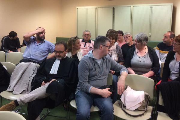 Doux: des salariés du groupe venus écouter la décision au tribunal de commerce de Rennes.