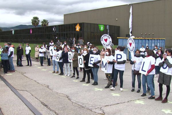 Mi-octobre, à Saint-Chamond (Loire), les salariés Kidiliz étaient mobilisés devant le siège administratif du groupe pour protester contre les licenciements annoncés dans le groupe.