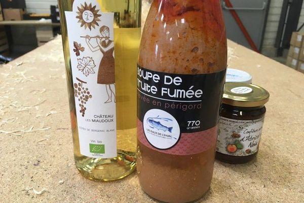 Le site promet des produits locaux, mais on trouve aussi des produits venus de Bretagne (les choux) ou bien de Tunisie (les dattes), ou encore du Pérou (le gingembre). Tant qu'on ne produira pas ça dans le département...