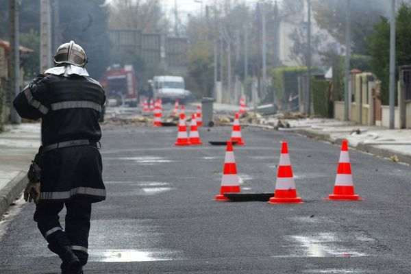 Dans l'Allier, à Montluçon, une fuite de gaz a été signalée dans le quartier de Nerdre ce vendredi 14 juillet. Le gaz a été coupé pendant l'intervention des pompiers et de GRDF, 1200 foyers sont concernés.