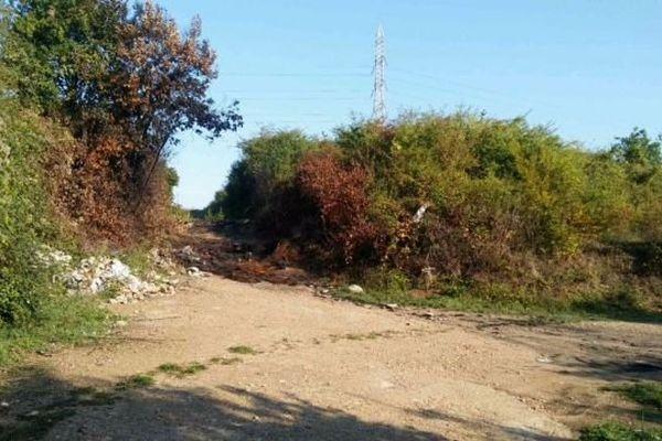 Le lieu où avait été découvert les restes calcinés de la victime, un chemin isolé en bordure de forêt à Vernouillet dans les Yvelines.