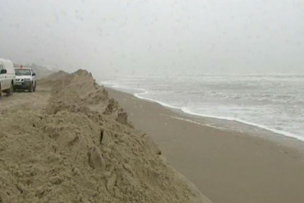 Le mer agitée perturbe les préparatifs du circuit sur la plage du Touquet depuis quelques jours.