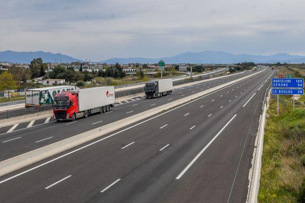 Conséquence du confinement : l'autoroute A9 est quasiment vide, ici dans les Pyrénées-Orientales le 27 mars.