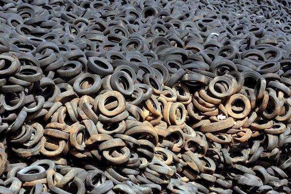 Une mer de pneus à Lachapelle-Auzac, neuf ans après la fermeture de la décharge
