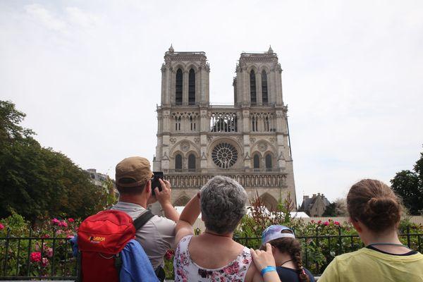 De nombreux habitants sont inquiets face à la pollution au plomb dans le quartier de Notre-Dame, par ailleurs très fréquenté par les touristes.