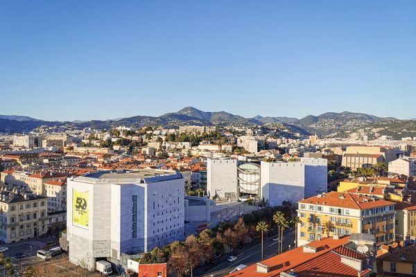 Christian Estrosi a annoncé le 19 janvier 2020 lors de son 1er meeting de campagne qu'il souhaitait démolir Acropolis et le Théâtre national de Nice pour prolonger la Promenade du Paillon.