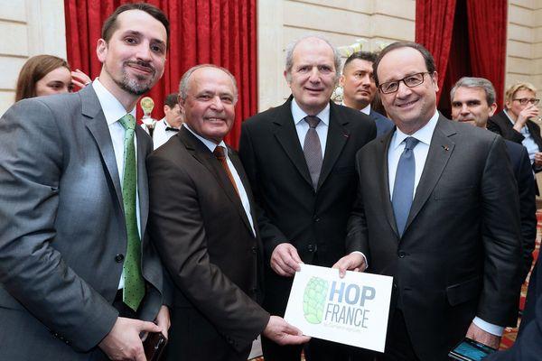 Les représentants du Comptoir agricole avec François Hollande, le 24 mars 2017.