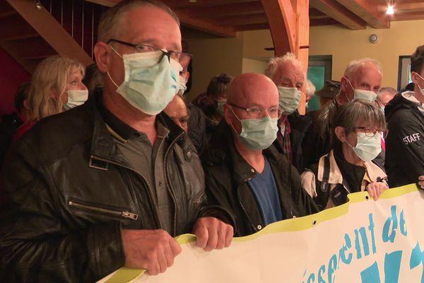 Ils étaient plus de 60 à se mobiliser lors du conseil municipal de Mont-Saint-Vincent.