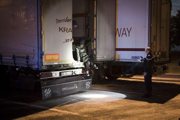 Sur l'A27, la police fait sortir des exilés d'un camion de marchandises - Photo d'illustration
