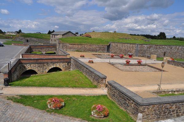 Sur les remparts ont lieu parfois des reconstitutions historiques.