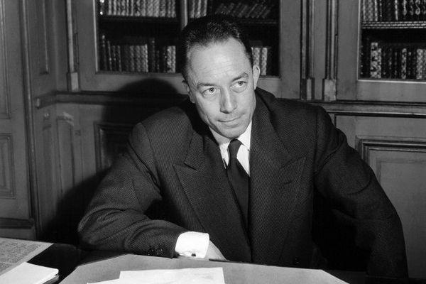 Camus en 1957, après avoir reçu le prix nobel de littérature