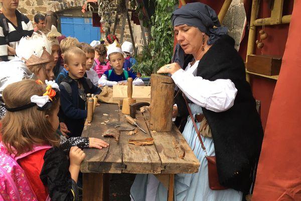 Du 12 au 16 septembre, aux fêtes du Roi de l'Oiseau, petits et grands découvrent comment vivaient et travaillaient les habitants du Puy-en-Velay à l'époque de la Renaissance.