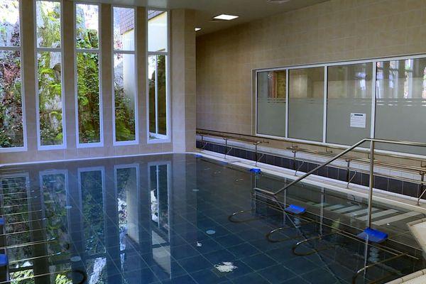 L'eau de Bagnoles de l'Orne permet de soulager des douleurs chroniques.