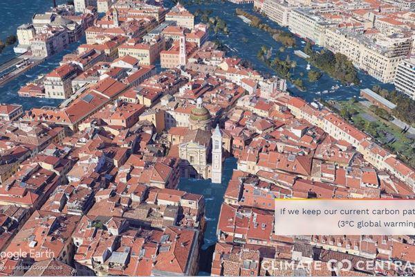 Ces images montrent les niveaux futurs de la mer projetés à la cathédrale Sainte-Réparate de Nice, en raison du réchauffement climatique d'origine humaine dans deux scénarios différents.